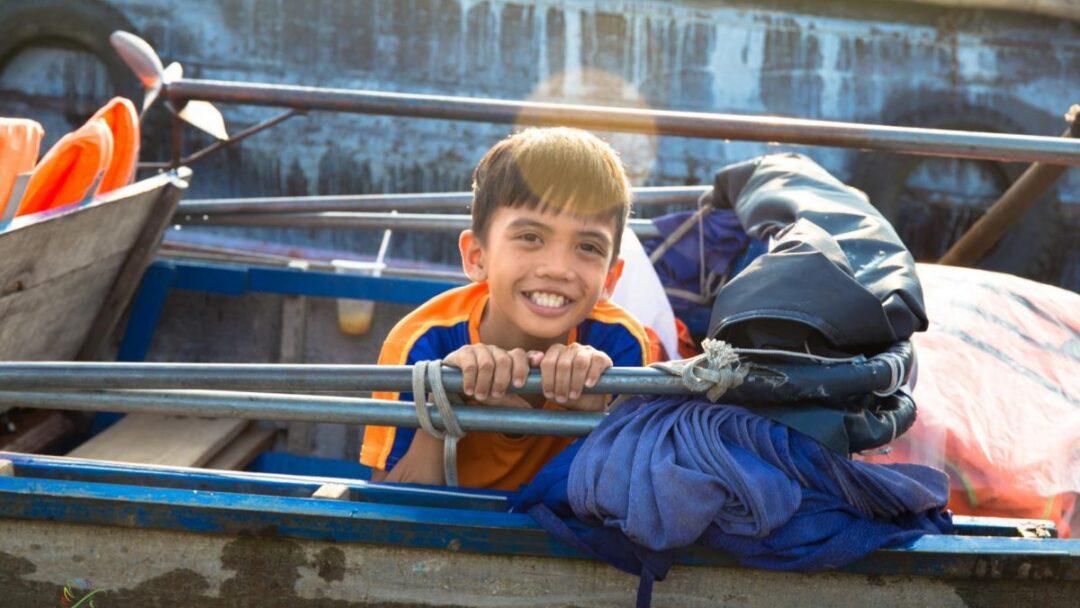 Child on the Floating market