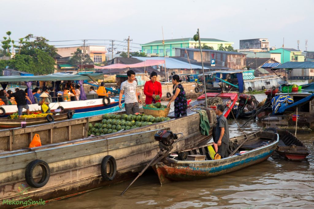 Cai Rang wholesale floating market