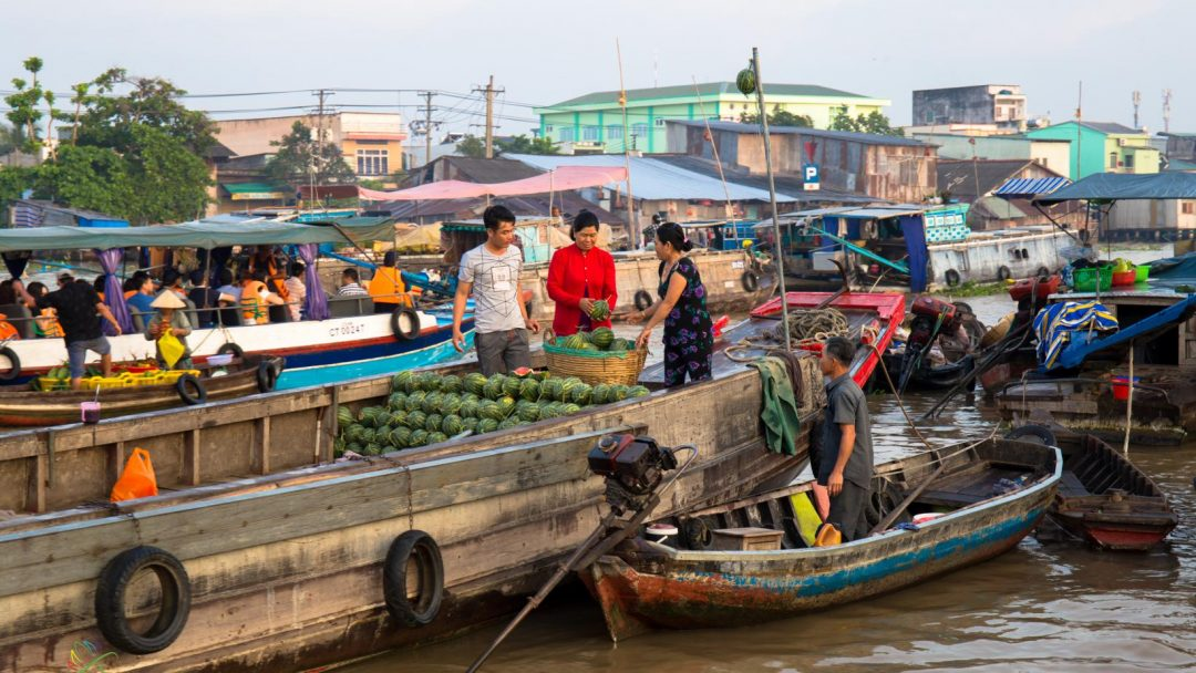 Cai Rang wholesale floating market