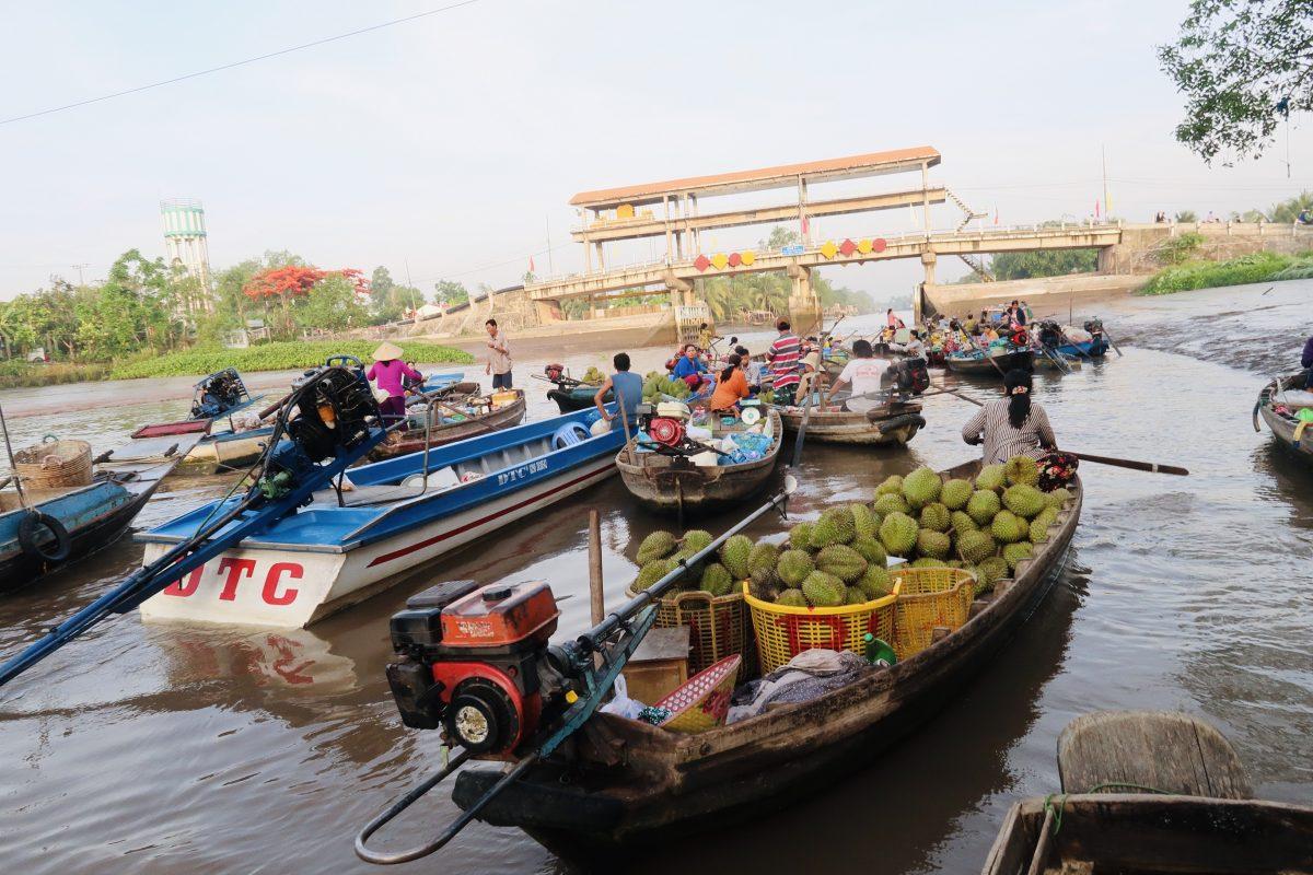 Local Phong Dien floating market