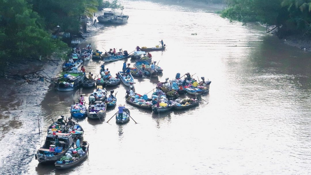 Phong Dien floating market tour