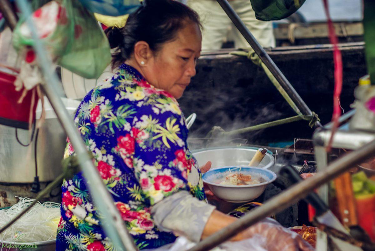 bun rieu food on the Floating market