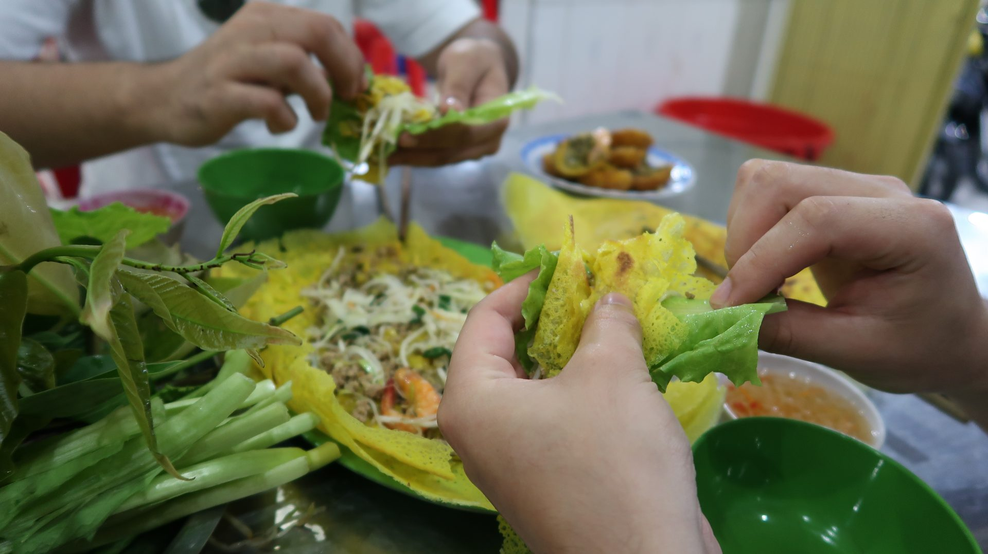 yummy-crispy-vietnamese-pancake-banh-xeo