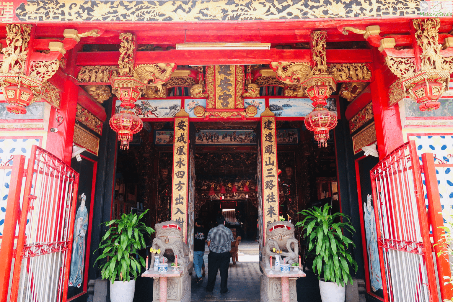 Inside solemnly beautiful Chinese temple