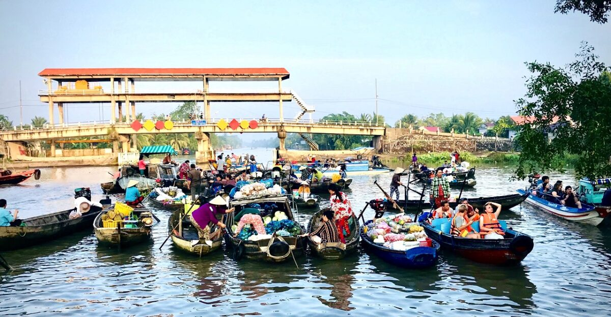 Phong Dien floating market with a local beauty
