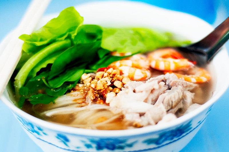 What to eat in Can Tho - Bun goi da soup