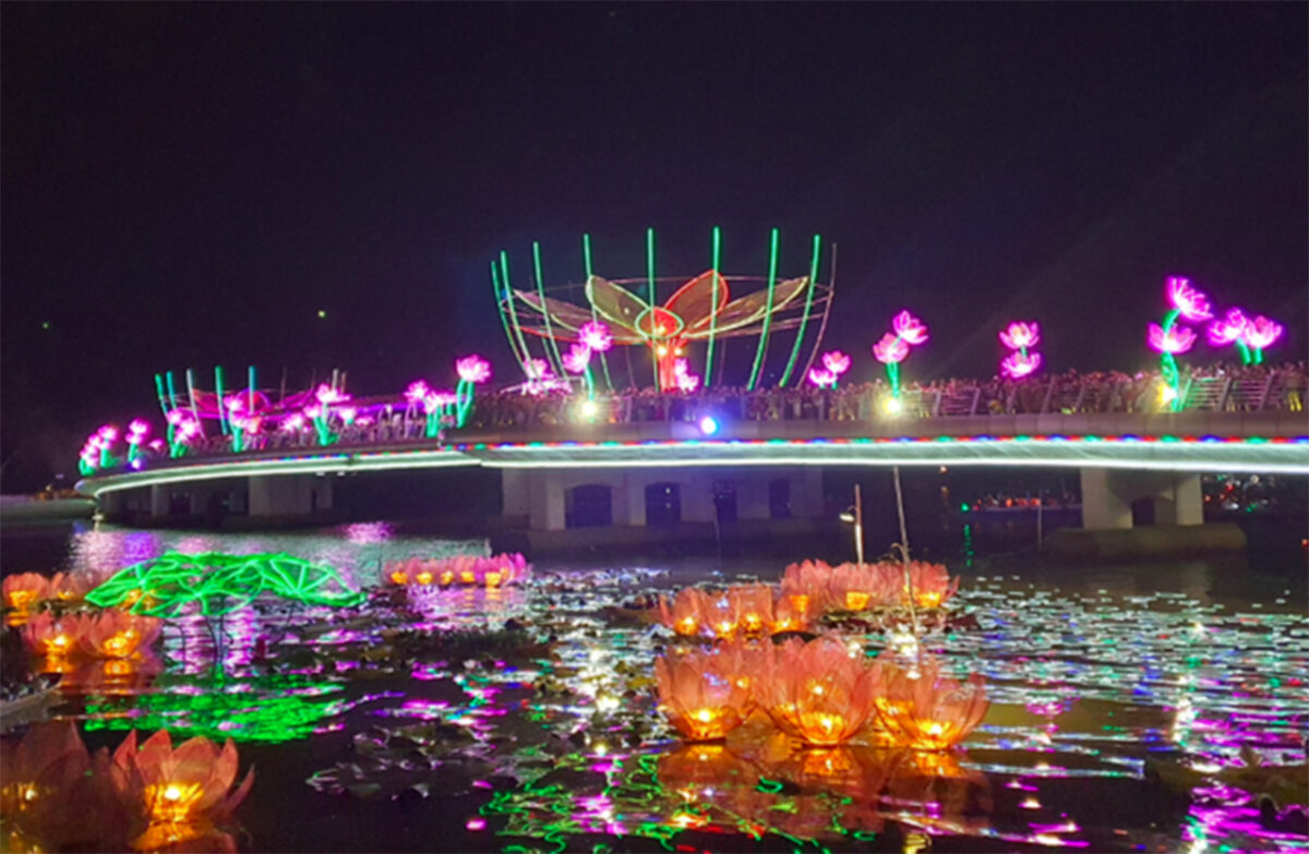 Ninh Kieu flower garland and colored lantern festival