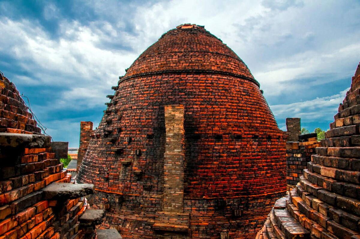 Close-up of brick kiln in Mang Thit brickyard
