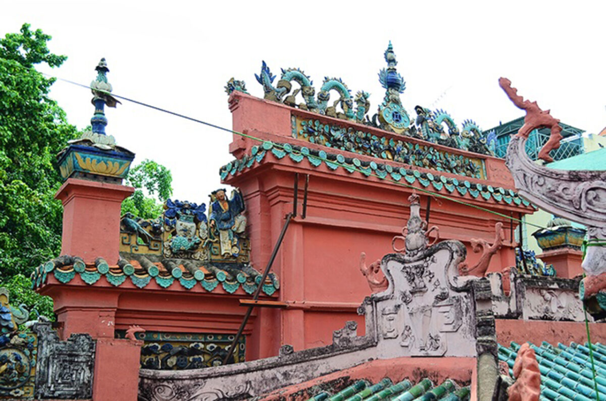 The Chinese tile roof of the pagoda