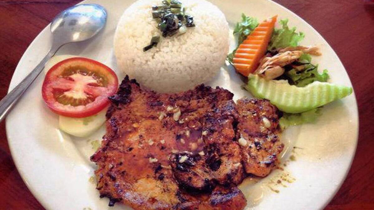 Broken rice with grilled pork chop in Com Tam Mai restaurant