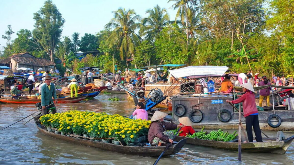 Cai Be Floating Market is one of the famous markets in the West