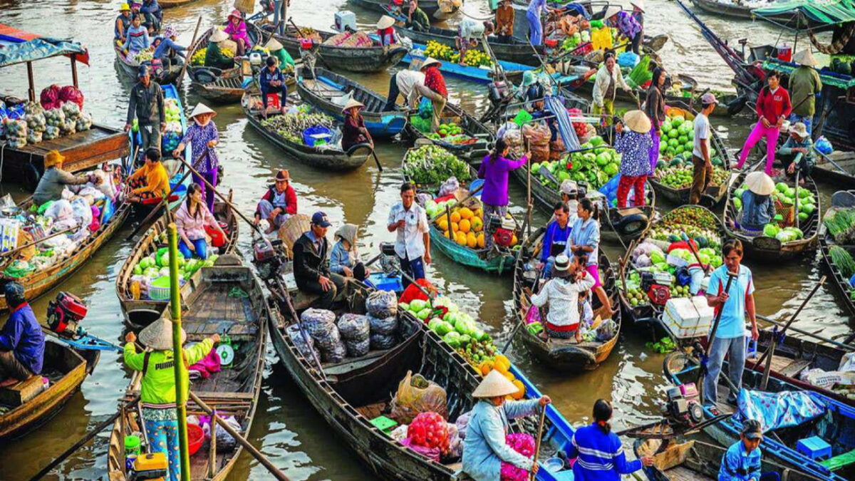 What to do in Tien Giang - Cai Be floating market is bustling in spring
