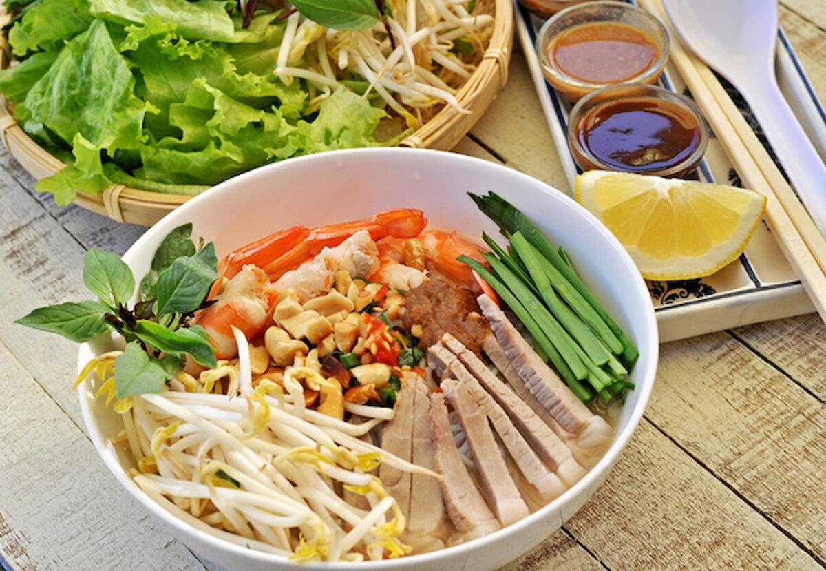 My Tho goi gia rice noodle soup