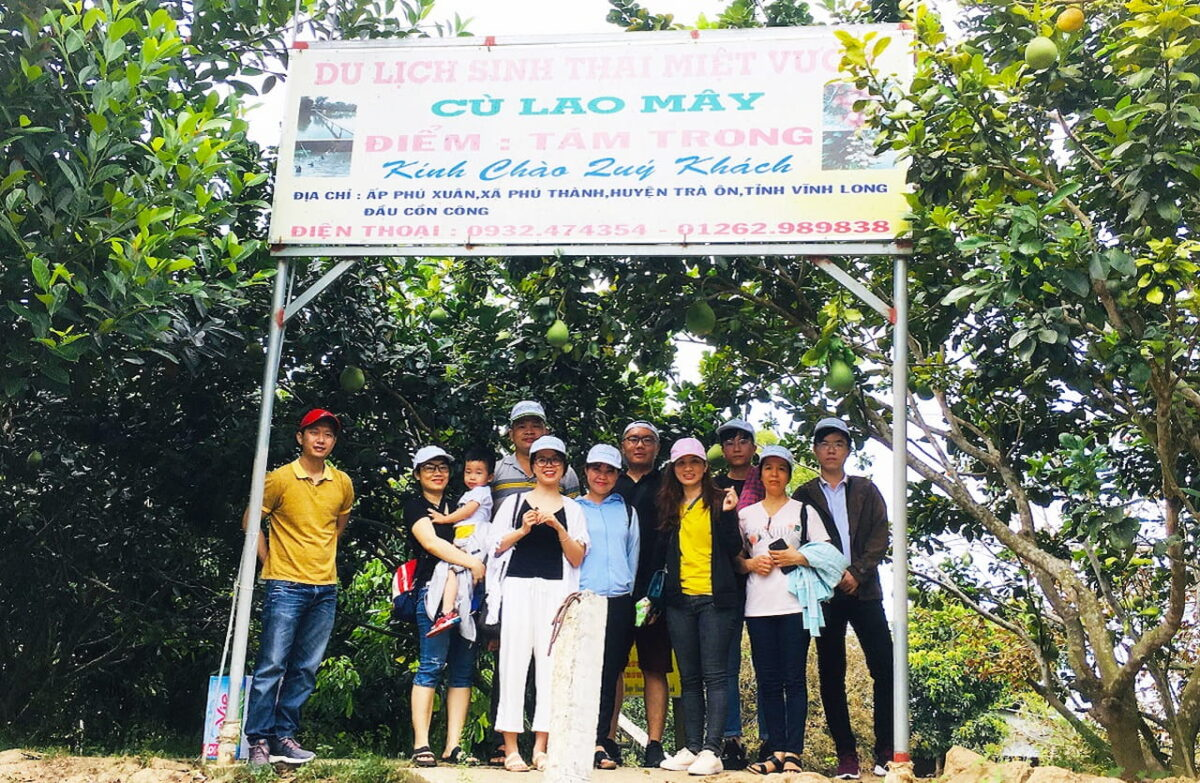 What to do in Vinh Long - Tourists check-in at May Islet