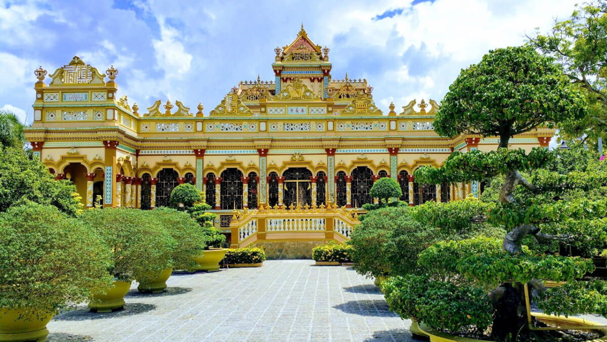 What to do in Tien Giang - The unique architecture of Vinh Trang Pagoda