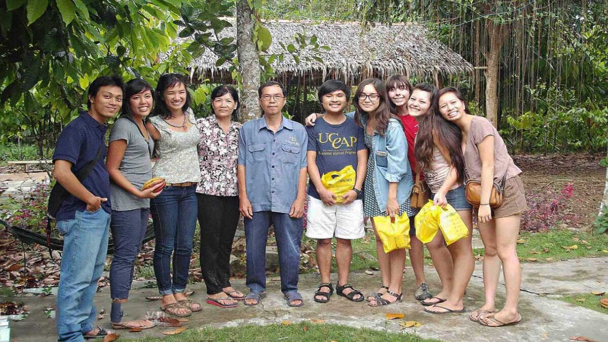 Tourists have a great experience on the cocoa farm